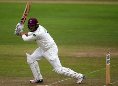 Trescothick extends playing career at Somerset