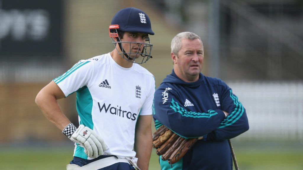 """""""He is enjoying milking all the applause he is getting"""" – Farbrace on Cook"""