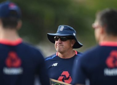 Bayliss wants England's batsmen to 'put their hand up and be the hero'