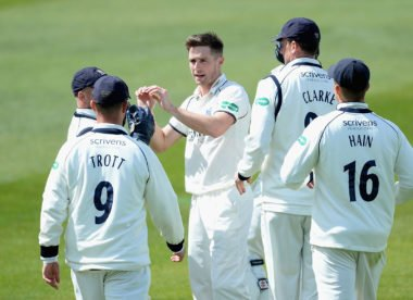 Chris Woakes signs three-year extension with Warwickshire
