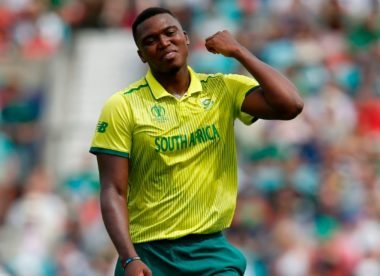 Lungi Ngidi forced off the field with hamstring problem