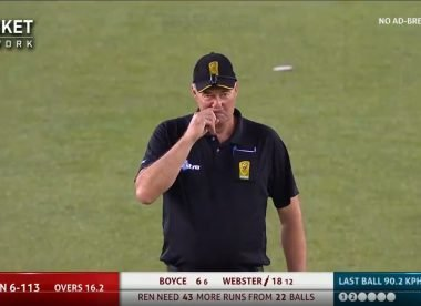 Watch: BBL umpire scratches nose after changing his mind while raising finger