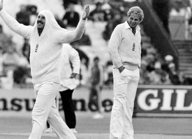 When Ian Botham walked out to bat – without a bat!