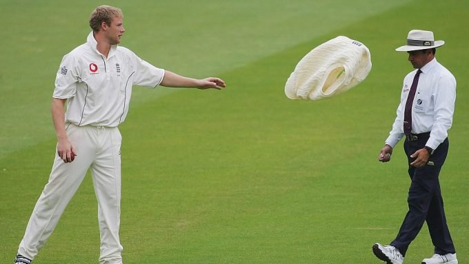 Umpires will be allowed to refuse holding bowlers' caps, sweaters –report