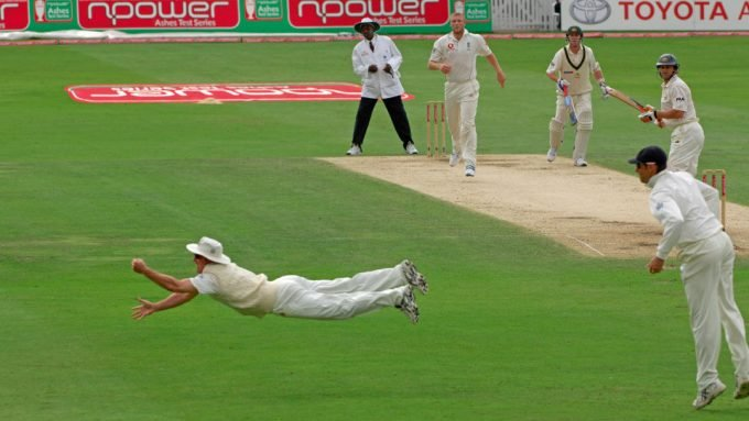 The Ten: Ashes catches – From Wunderbar McGrath to a flying Strauss