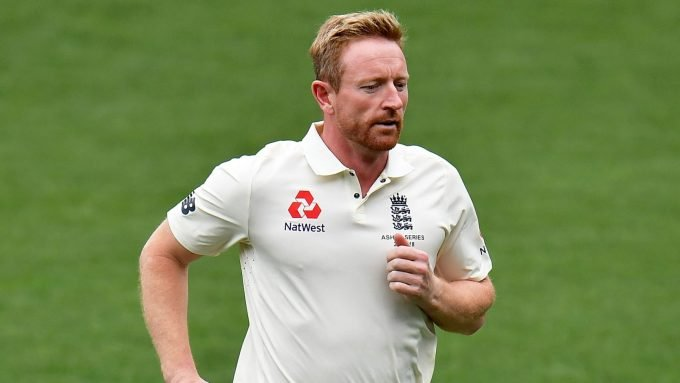 Paul Collingwood dons whites to run drinks during final England-Pakistan Test