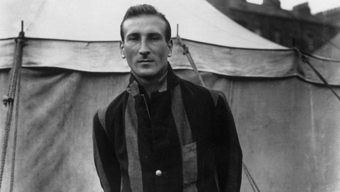 How Douglas Jardine became 'the most reliable of amateur batsmen'  – Almanack