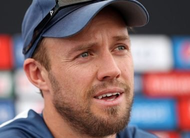 Pundits, fans bemused after AB de Villiers demoted to No.6 in RCB loss