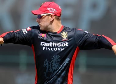 Aaron Finch caught on air vaping during IPL game