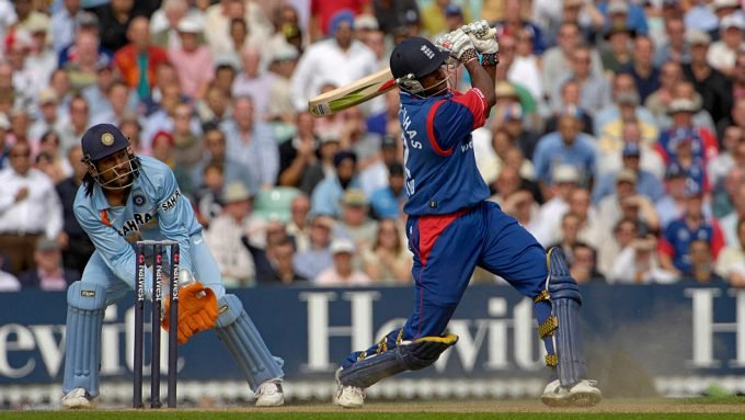Dimitri Mascarenhas on the Warne influence, five sixes in an over and leading Hampshire