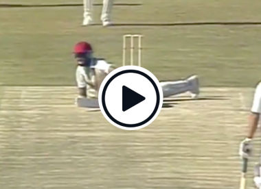 Watch: The first ball Courtney Walsh faced in Test cricket is absolutely hilarious