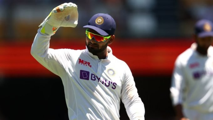 'Straight out of the service station?' –  Warne takes a dig at Pant's shades