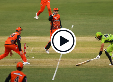 Watch: 'Schoolyard handball' –Series of errors end in unbelievable run-out in BBL