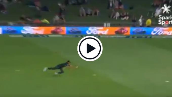 Watch: Taskin Ahmed grabs one-handed stunner at short fine-leg