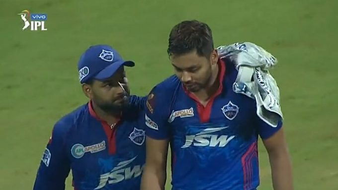 Captain Rishabh Pant consoles Avesh Khan after two straight sixes; DC get a wicket next ball