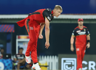 Jamieson deflects Kohli's cheeky attempt at getting red-ball practice