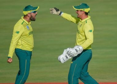Shamsi claims de Kock was trying to communicate with his teammate, not Zaman