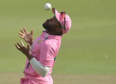 Should Pakistan have been awarded five penalty runs after the ball hit Temba Bavuma's hat?