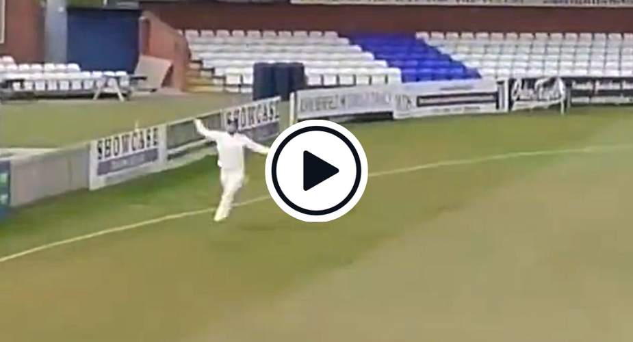 Watch: Dane Paterson plucks one-handed boundary screamer out of the air in County Championship