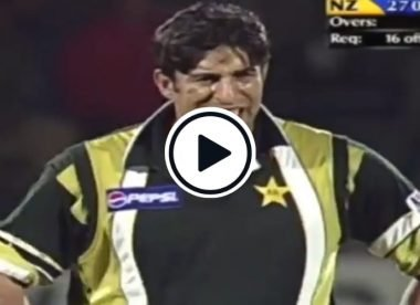 Watch: Wasim Akram's brilliance in reverse swinging the old ball in an ODI from 2001