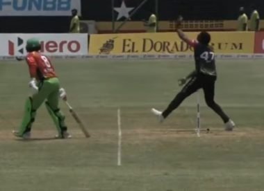 Bravo declines opportunity to run Hafeez out at the non-striker's end; hugs and laughs it off instead